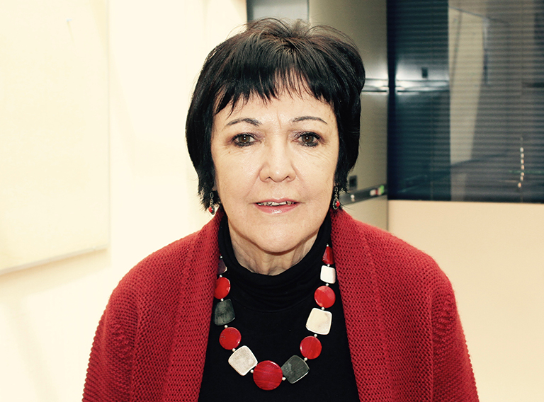 Profesor Elena Azaola Garrido
